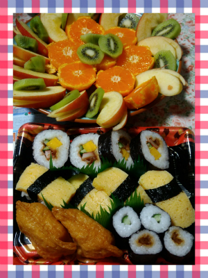 イオンで買ったお寿司と自宅のフルーツ♪