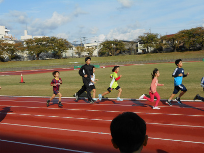 金沢マラソンプレゼンツ・ジュニアランニングレッスン_800m試走・2♪